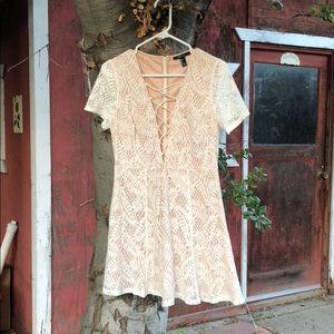 Short sleeve lace up white/cream dress
